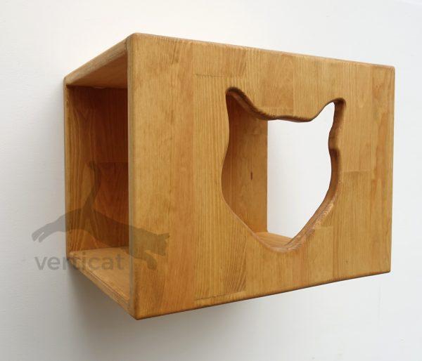 drewniany domek dla kota